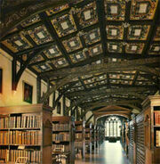 Interior de la Biblioteca de Hogwarts