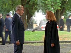 Well-Manicured Man talks with Dana Scully