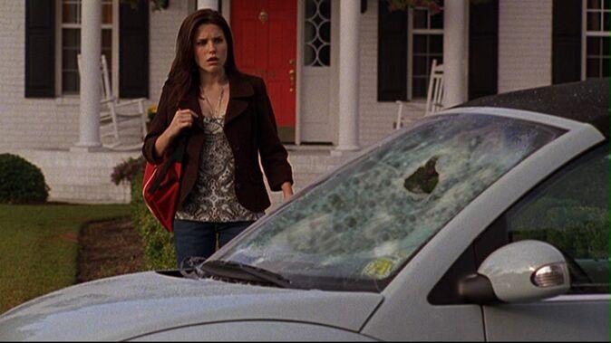 Sezona 2 674px-210_b_finds_car_smashed