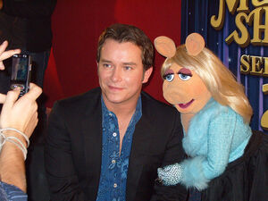 StephenGately-and-MissPiggy-for-Film24-in-2007