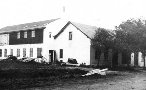 Workshop and family house ca.1924