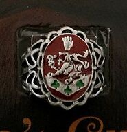 Bella Crest Ring.2