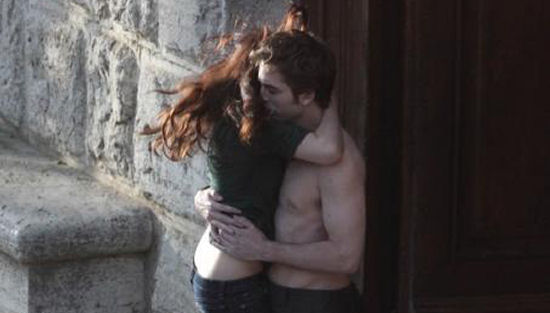 The Twilight Saga New Moon kiss italy-thumb-550x313-18545