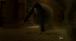 6x01 Monster grab