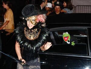 LadyGaga-Kermit-MTV-VMAs2009
