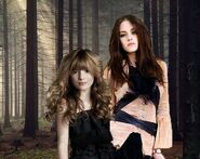 Bella-and-Nessie-renesmee-carlie-cullen-4666722-300-239