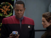 Sisko untersucht das Labor der T&#39;Lani