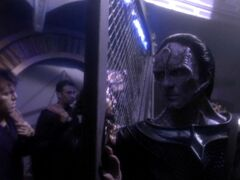 Cardassian officer shuts gate