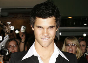 Taylor-lautner-moon-job