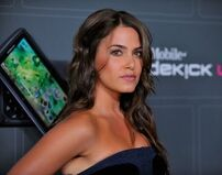 Nikki-reed-t-mobile-07
