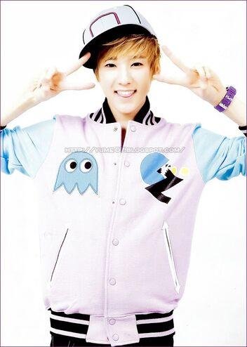 Woo Sung Hyu (Kevin) 352px-U-Kiss_-_Kevin