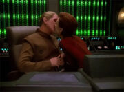 Kira kisses Odo goodbye b4 mission