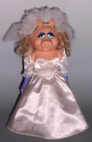 Miss piggy fantasy doll wedding day