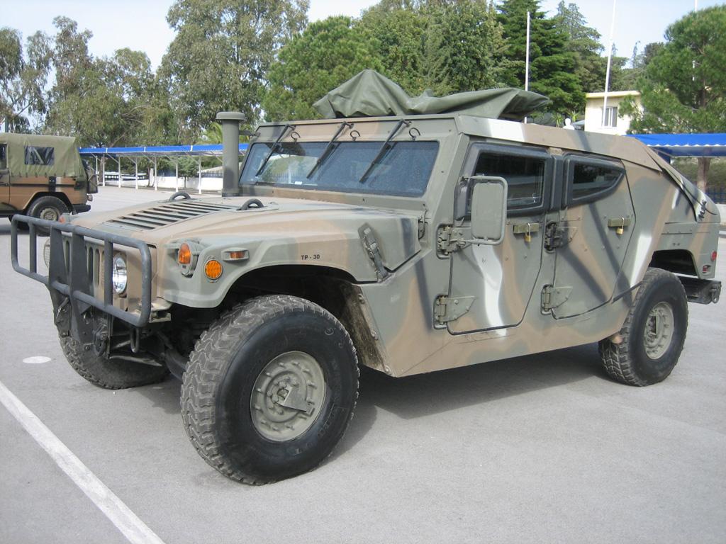Hummer H1, построенный на базе вое…