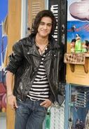 Beck-victorious-cast-19635078-186-270