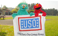 USO-Elmo&amp;RositaEducationTour-Germany2010-Sesame 1