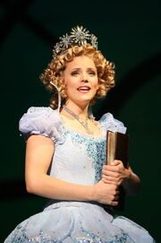 Tn-500 wicked natl tour katie rose clarke as glinda2 c joan marcusm