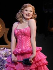 82201 megan-hilty-as-glinda-in-wicked