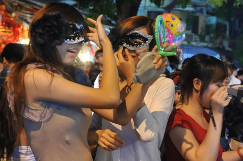 Midautumn-festival-in-hanoi's-old-quarter-ffe9