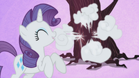 Rarity giggling S1E2
