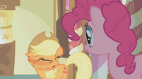 Applejack shacking S01E04
