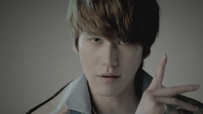 Kyuhyun-Mr-Simple-MV-super-junior-24549702-854-480