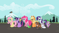 Ponies excited awaiting Rainbow&#39;s return S2E7
