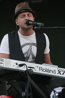 220px-Ryan Tedder 2