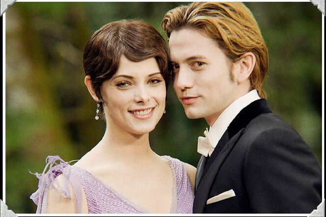Alice Cullen 664px-Alice_and_Jasper_at_BE_wedding