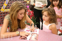 Nathalia-bratz-signing.