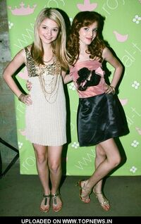 Stefanie-Scott-Bella-Thorne3