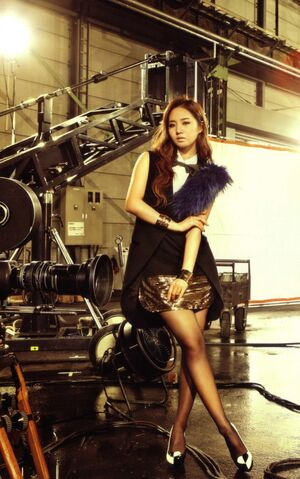 {SNSD/ Girls' Generation} 300px-Kwon_Yu_Ri16