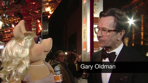 BAFTA-Awards-2012-MissPiggy&amp;GaryOldman