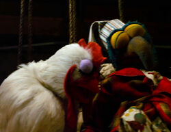 TheMuppets-(2011)-Gonzo&amp;ChickensGrowingEyelids