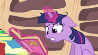 Twilight trying to find information about dragons S2E21