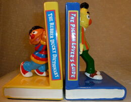 Enesco 1983 ernie bert bookends 1