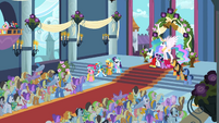 Royal Wedding crowd S2E26