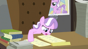 Diamond Tiara reading second paper S2E23