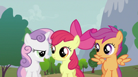 Sweetie Belle talking to other crusaders S2E23