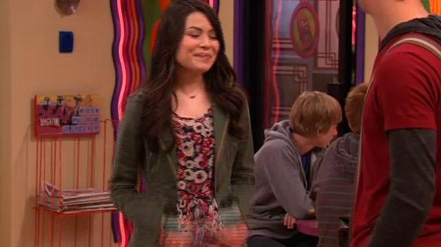 "ICarly iCarly ""iQ"" premieres at 8 00p.m"