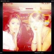 Taylor-swift-selena-gomez-peoples-choice-awards