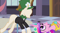 Chrysalis as Cadance looking at mannequin S2E26