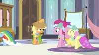 Applejack put hat on S2E25
