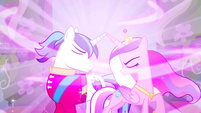 Shining Armor and Princess Cadance - power of love S02E26