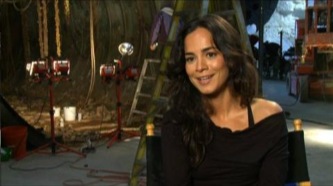 "Predators (2010) - Interview Alice Braga ""On building suspense"""