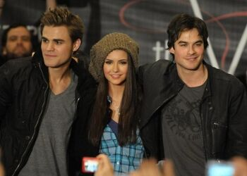 Vampire-diaries-hot-topic
