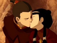 Zuko kisses Mai