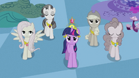 Twilight&#39;s friends trudging up S2E02