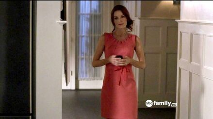Laura Leighton Pretty Little Liars Season eWNAdb7WvXel