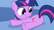 Twilight looking at her cutie mark S1E23